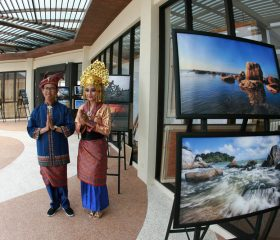 IMB15_Indonesian-National-Costume