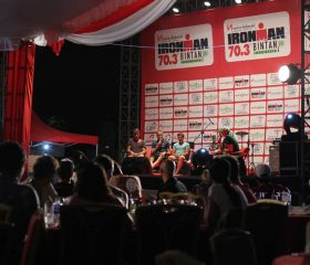 IMB15_Side-Act_Carbo-Din_Talkshow_Pro-Men_Wideshot