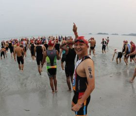IMB15_Swim_Wave-Start_Walking-toward-the-sea